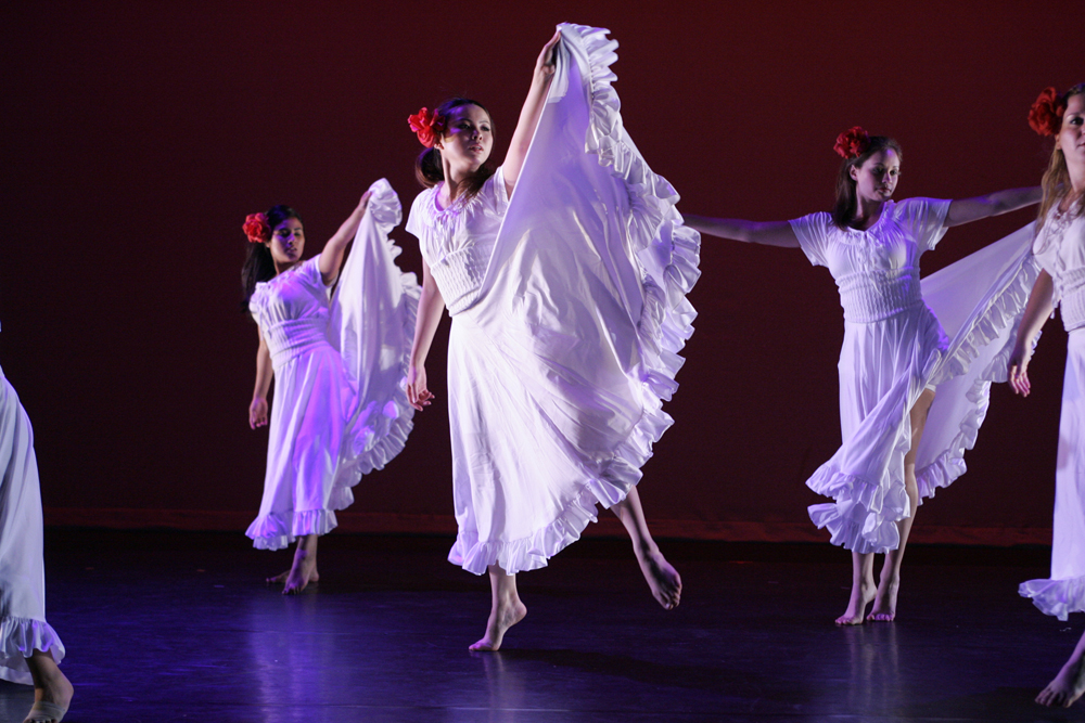 """Una Plabra"" Choreographer: Maria Cruz; 5-7-08 Santa Ana College Student Dance Concert dress rehearsal. Costume design by Katharine Tarkulich"
